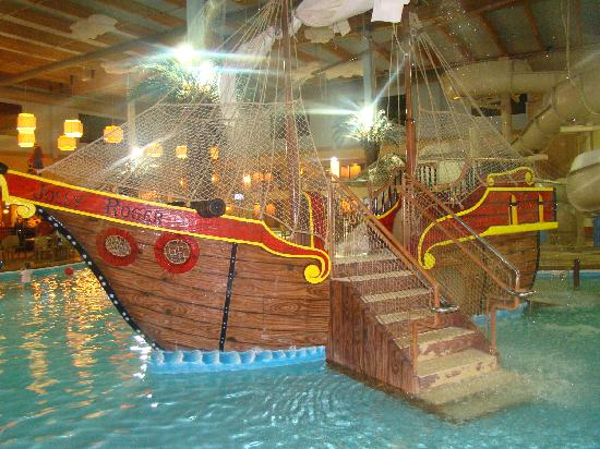 Ramada Tropics Resort / Conference Center Des Moines: Pirate Ship