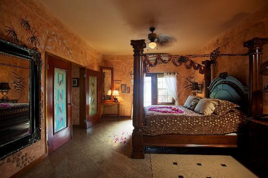 Chabil Mar: The Honeymoon Suite