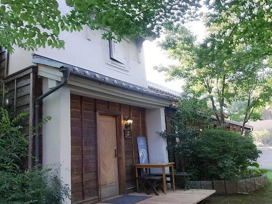 Guest House Obuse: 土蔵を再生したプチホテル