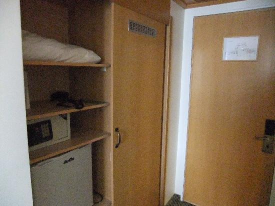 Ramat Rachel Resort: Closet (The one in the new rooms I saw was much better)