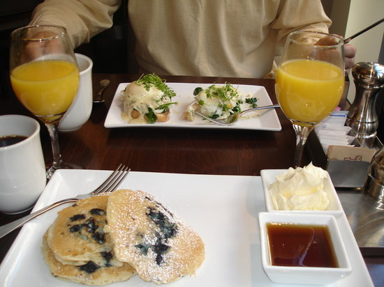 Pairings: Delicious blueberry pancakes and eggs benedict