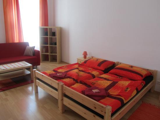 Pilgram Apartments: chambre bis