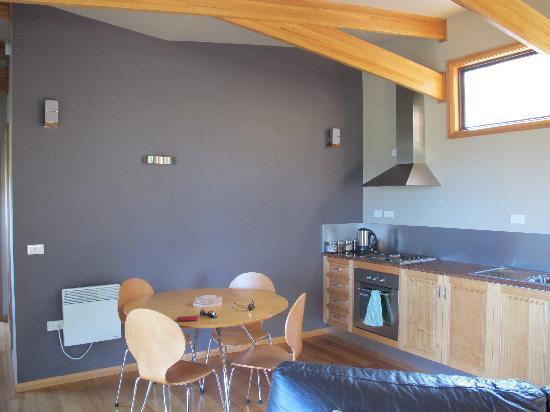 Freycinet Retreat: Dining/kitchen
