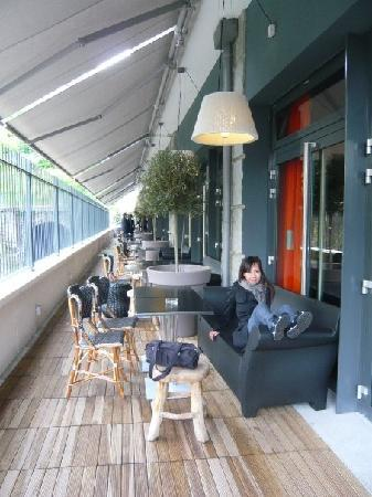 Mama Shelter Paris: Long verandah (off the lounge area) for partiers to mingle at. Lined with plastic Starck sofas.