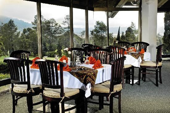 Handara Hotel & Country Club: restaurant