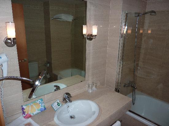 Hotel Tarraco Park: Baño