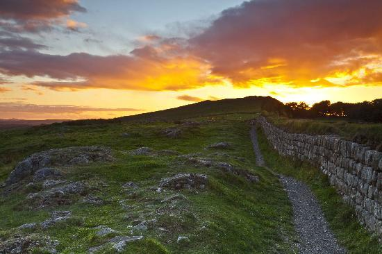 The Hill on the Wall Country Guest House: Sunset over Hadrians Wall