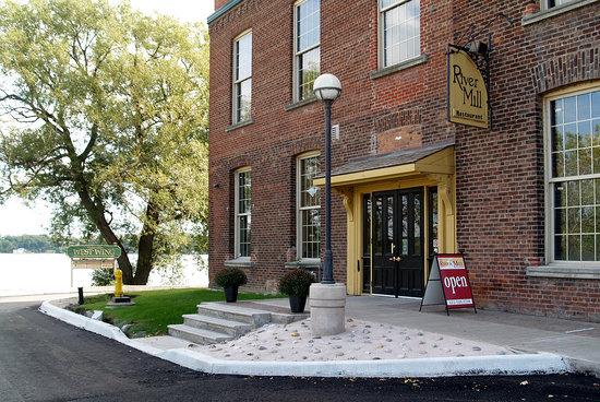 River Mill Restaurant: Entrance - parking across the street