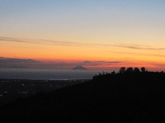 Catanzaro, Italy: Sunset: Sicilian island seen from Angoli
