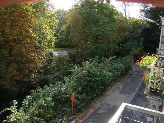 AM/PM : Vista al canal desde nuestra ventana.