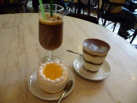 Moca Cafe : Cheesecake and Tiramisu