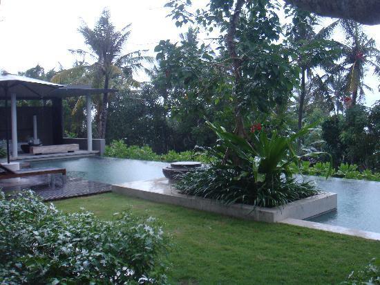 Alila Villas Soori: alila residence, garden and pool