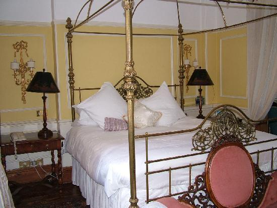 Osborne House: Four poster