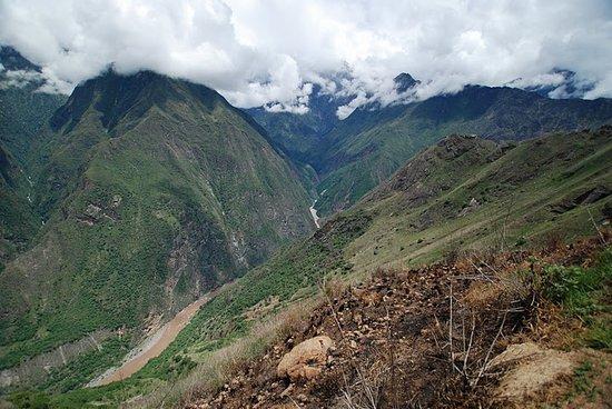 Heilige Vallei, Peru: Auf dem zu Choquequirao. Die Ruinen befinden sich auf dem anderen Ufer