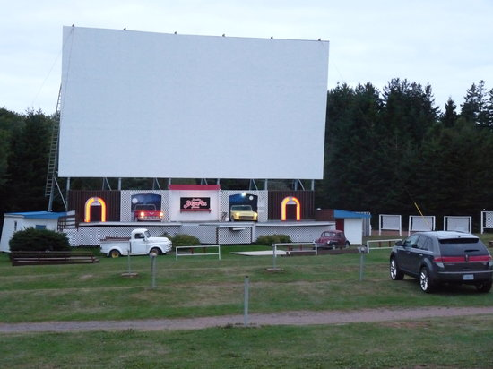 Brackley Beach, Canada: brackley drive in just turning dark