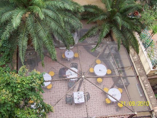 Hotel Verona: Patio donde se desayunaba