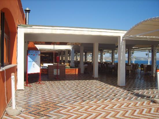 Torre del Barone Club : terrazza colazione, mezzogiorno e sera