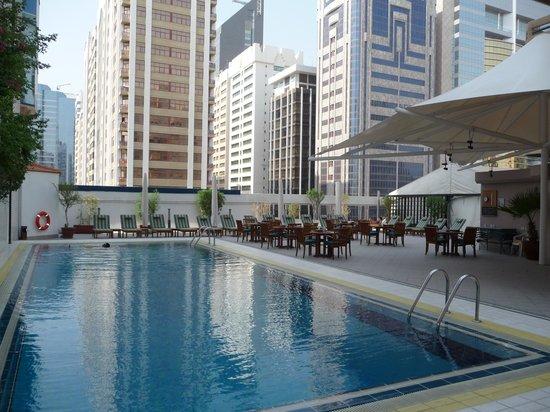 Mercure Abu Dhabi Centre Hotel: Piscine Novotel Abu Dhabi