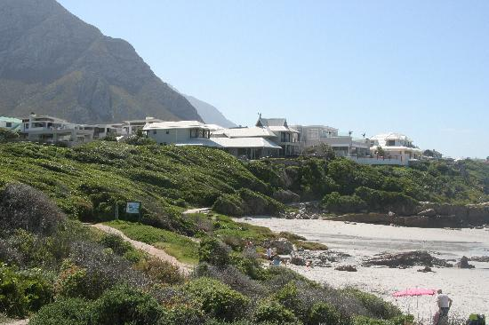 Birkenhead House: The hotel from the path to Hermanus