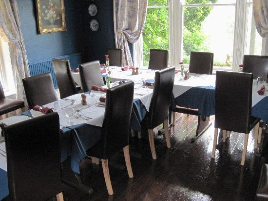 Holmefield Guesthouse: Dining Room set out for our party
