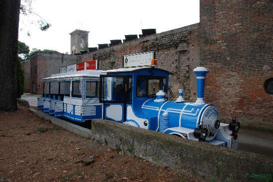 Residenza Villa Titina: The lillte blue train