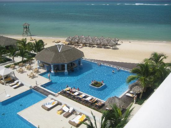 Iberostar Grand Hotel Rose Hall: Oceanview room from 4th floor.  View from Balcony.