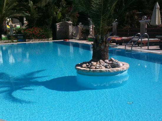 Sebastian's Family Taverna & Accommodation: Stevens pool can be used by Sebestians guests
