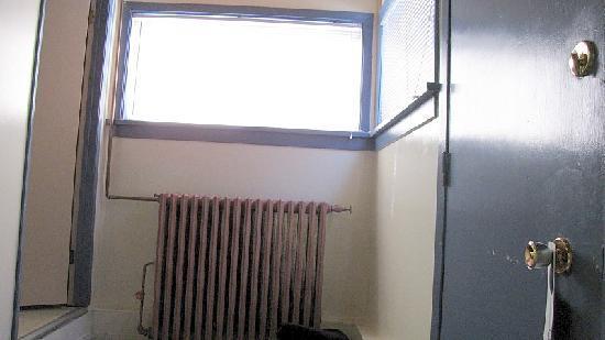 Parkside Resort Motel: only window in room, radiator, and nice door