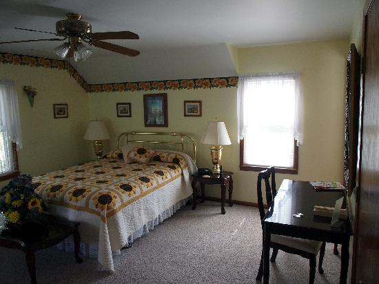 Sunflower Inn of Yoder: Bedroom