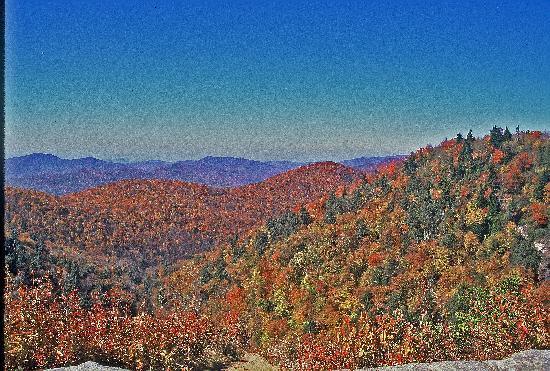 Days Inn Asheville West: Blue Ridge mountains in the fall
