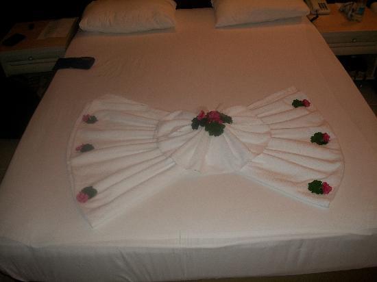 Guvercinlik, Türkei: drap et serviette présenté avec des fleurs