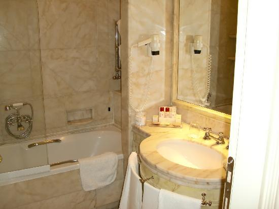 Hotel Hassler: Bathroom