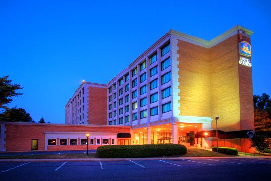 BEST WESTERN Plus Rockville Hotel & Suites: BEST WESTERN PLUS® Rockville Hotel & Suites at dusk