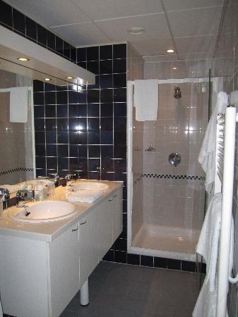 Aramis Holiday Flats: bathroom