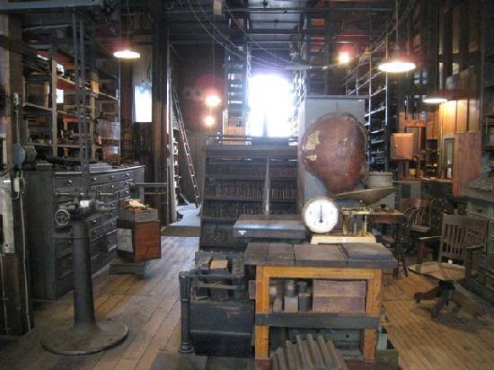 West Orange, NJ: 書斎等の多目的に使用された部屋