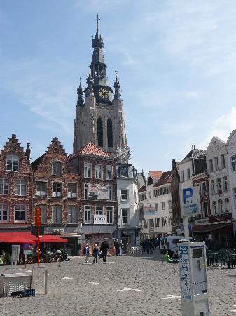 Kortrijk, België: Blick vom Markt zur St. Martinkirche