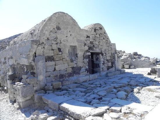 Perissa, Yunanistan: Church dated 8th - 9th c AD