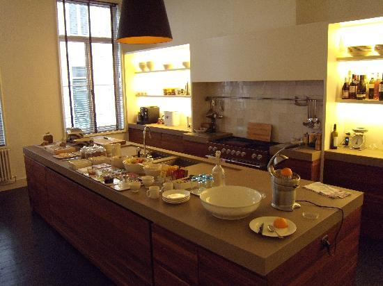 StJacobs B&B: Kitchen + breakfast