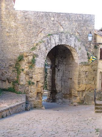 Вольтерра, Италия: Volterra arch, the oldest known?