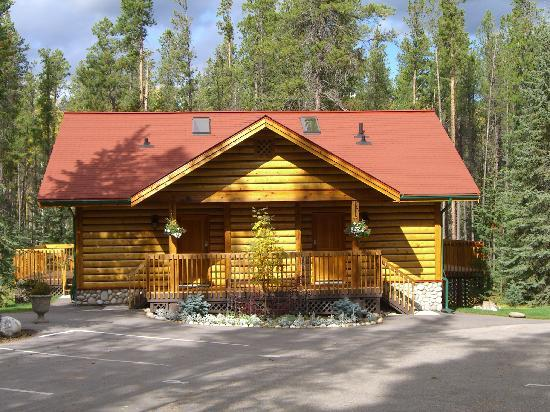 Alpine Village Cabin Resort - Jasper: New deluxe suite building
