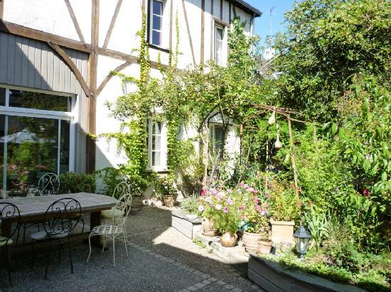 La Grange Chambres: Garden