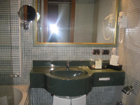 โรงแรมมิลาจ มิลาน: banyo