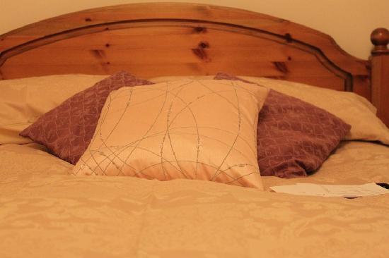 Tigh na Drochaid: The room