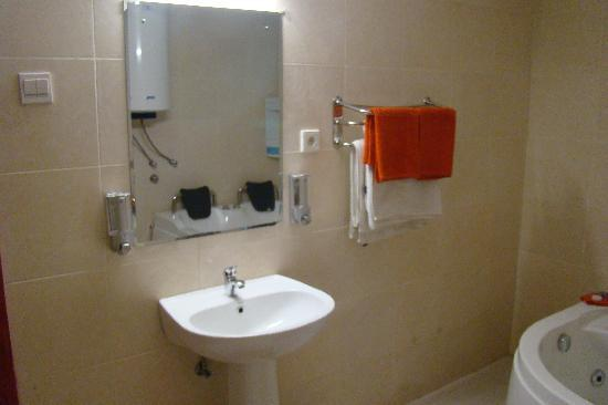 Hospedaria Grijoca: All rooms with en-suite bathroom (private toilet)