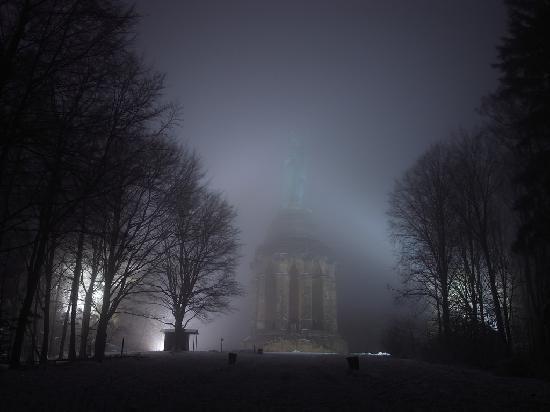 Hermannsdenkmal : Auch im Nebel wirkt es sehr mythisch