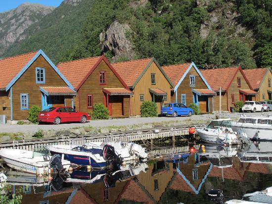 Frafjord Hytteutleie: Back of the cabins