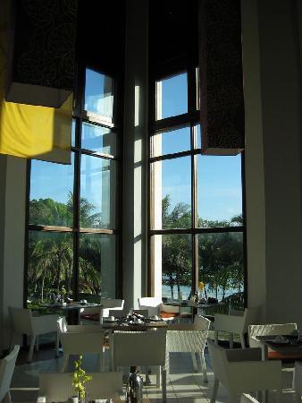 Club Med Bintan Island: High ceilings in the main restaurant