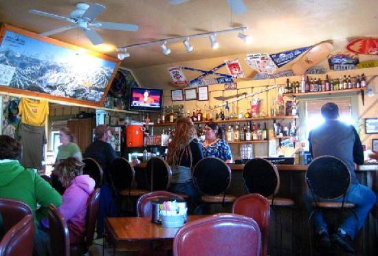 Kip's Grill and Cantina : Funky ski-bum atmosphere.  Girls in dreadlocks.