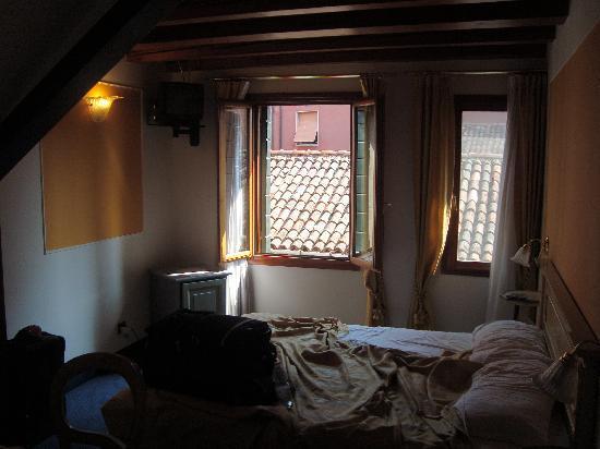 Alla Corte Rossa : Our Room