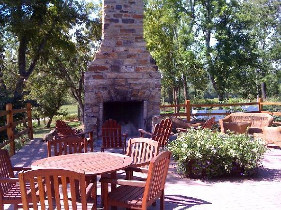 Falls of Rough Resort: Outdoor Fireplace